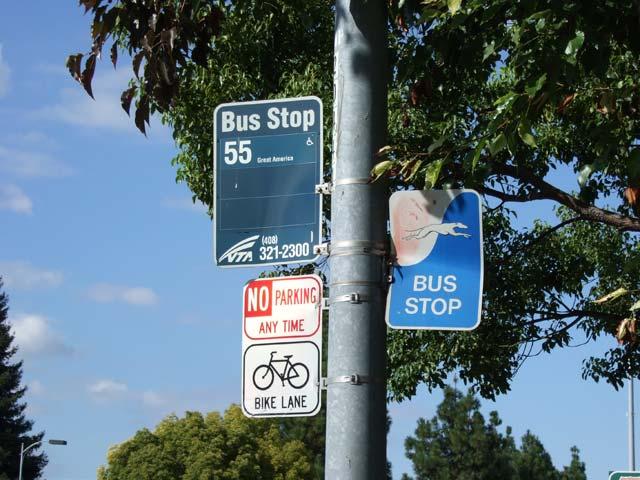 アップル近くのバス停