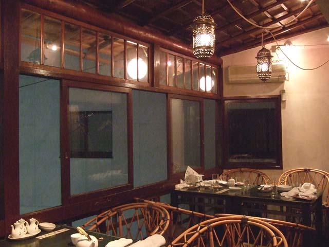 白碗竹快楼:テーブル